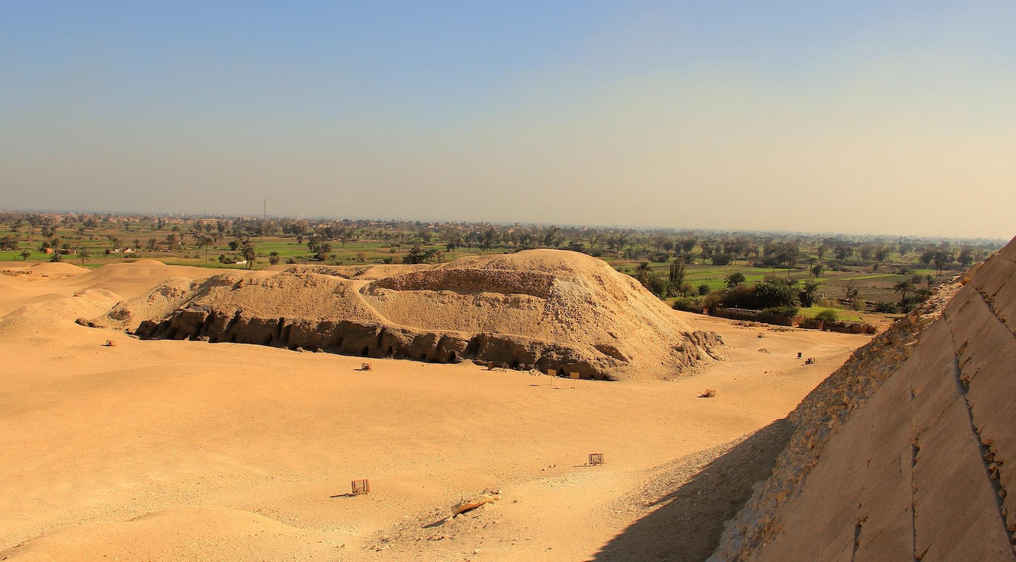 Extra...Extraaa...Acaba de salir Nuevo Video de Alfaro. - Página 5 The-mastaba-of-the-unknown-prince-from-the-pyramid-entrance-meidum